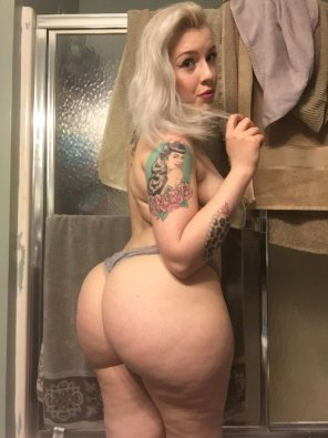 amateur photo Tattooed Blonde