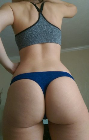 amateur photo Nice booty in a thong