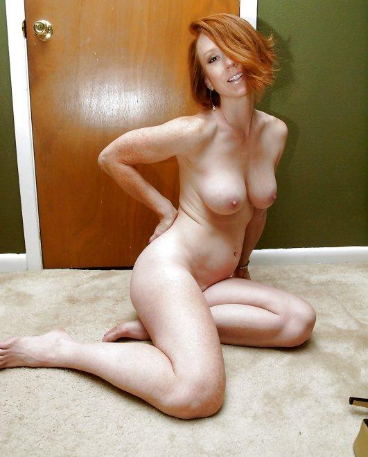 Sexy redhead mom Porn Photo