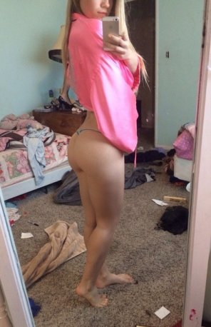 amateur photo messy room, cute butt