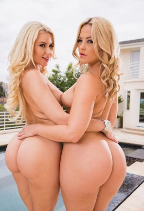 amateur photo Anikka Albrite and Alexis Texas