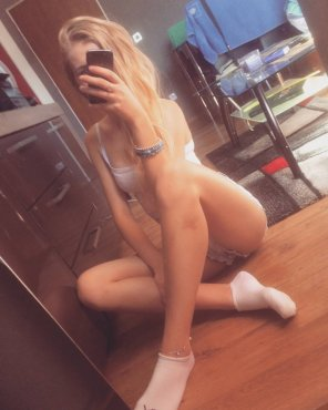 amateur photo A real hottie making Selfie