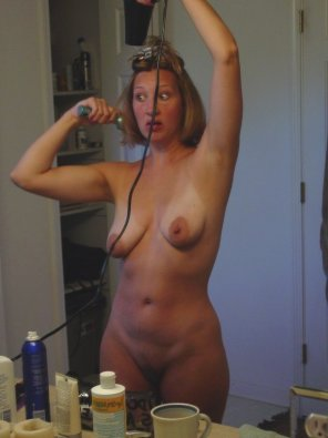 amateur photo MILF getting ready