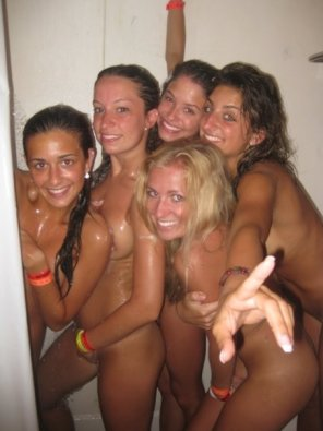 amateur photo Best friends shower together