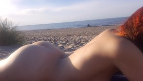 amateur photo [F] A little bit of exhibitionism at the beach doesnt hurt no one