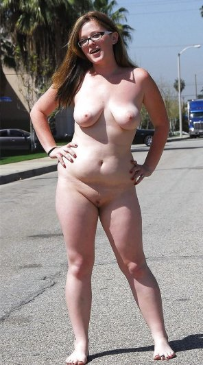 amateur photo Brave chubby girl goes totally nude on a busy street