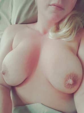 amateur photo Com[f]y in this bed...who wants to roll around with me?