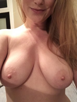 amateur photo Tits and a smile [f]