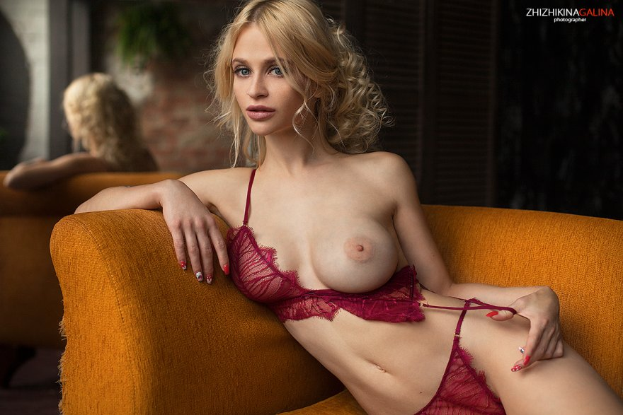 Showing tit Porn Photo