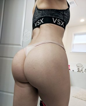 amateur photo My ass in a thong [F]