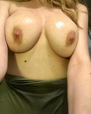amateur photo I love rubbing a Huge load all over my tits