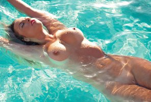 amateur photo Swimming Pool Babe
