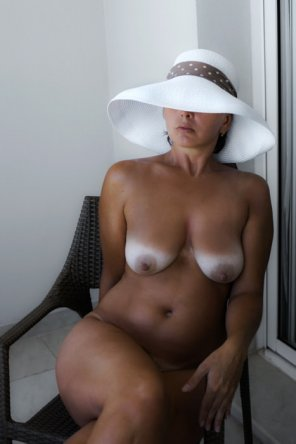 amateur photo White tits match her hat