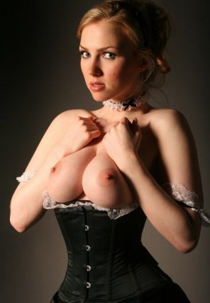 amateur photo Black corset