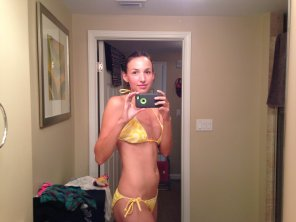amateur photo Mirror Selfie in Bikini