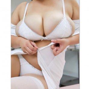 amateur photo Overflowing tits
