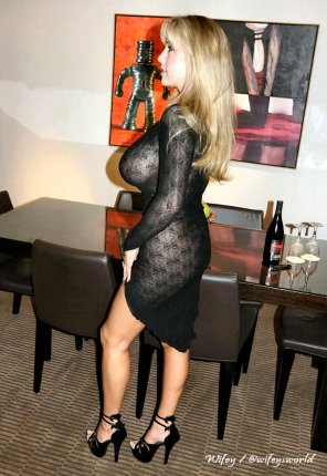 amateur photo Wifey in a sexy black Dress