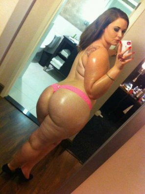 amateur photo She got a booty