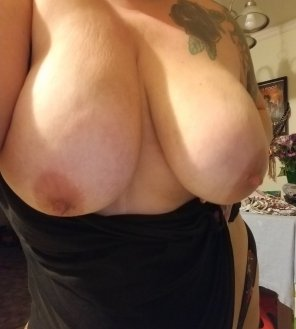 amateur photo Sleepy morning tits. Rise and shine!