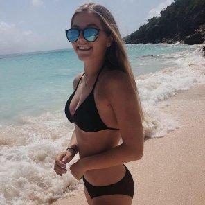amateur photo Bikini beach babe