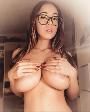 amateur photo Handbra and Glasses