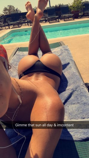 amateur photo Alexis Ren in the sun