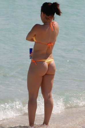 amateur photo Orange thong bikini