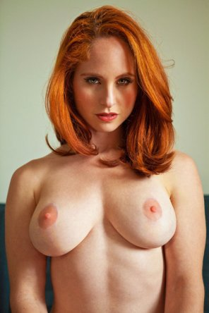 amateur photo Red head, white titties