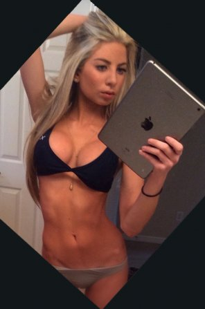 amateur photo perfect body in this selfie