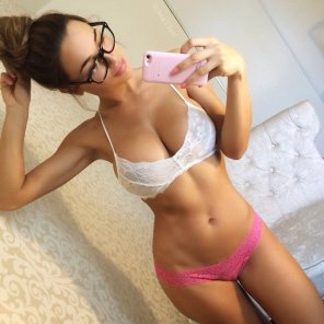 amateur photo Hot chick with glasses selfie