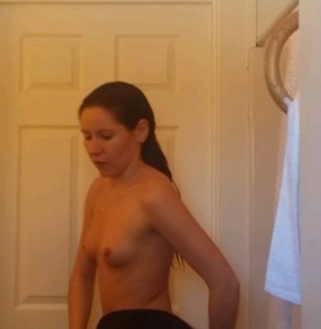 amateur photo Sexy brunette getting out of the shower