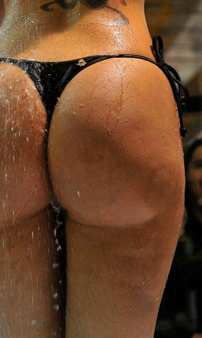 Oh my word, look at that wet ass Porn Photo