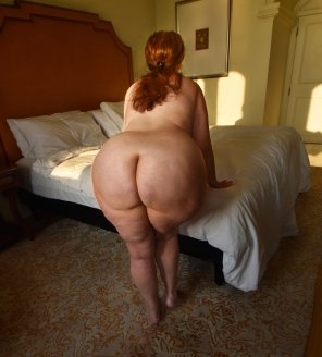 amateur photo Thick ginger amateur presenting her round bare ass for inspection.