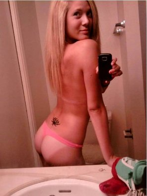 amateur photo She needs to wear that thong to the beach.