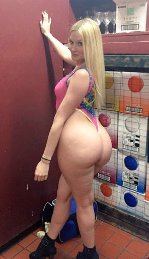 amateur photo PAWG blonde in thong