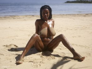 amateur photo Beachy Ebony