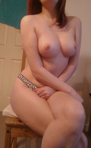 amateur photo I[f] you like your girls a little soft and squishy, good morning to you! ;)