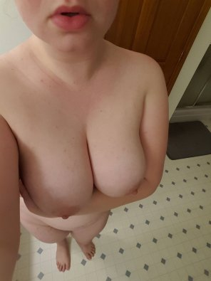 amateur photo Showing off my big titties, wanna suck them ? SC- rachelxo121