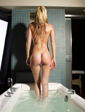 amateur photo Tub girl