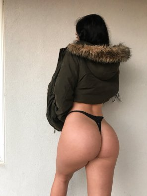 amateur photo Is she hot or cold ?
