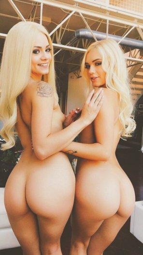 amateur photo Both blonde