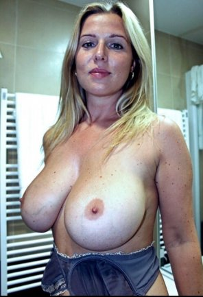 amateur photo Sexy, blond MILF.