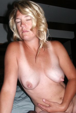 amateur photo Blonde Amateur Mom Tits