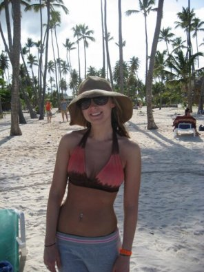 amateur photo Floppy Hat on the Beach