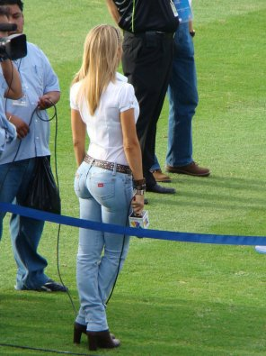 amateur photo The ass that caused chaos in the Jets locker room, Ines Sainz
