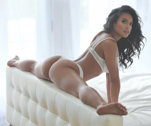 amateur photo Sarah Mundo is next level flexible