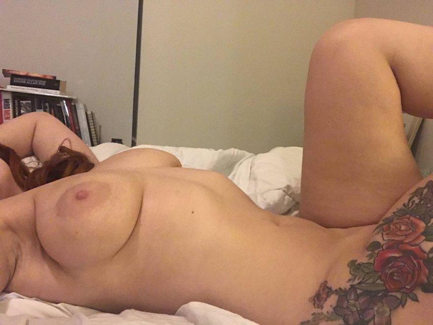 Full tits, tattooed hip 💋 Porn Photo