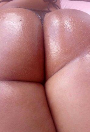 amateur photo oiled booty