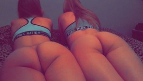 amateur photo 2 Asses 1 Bed