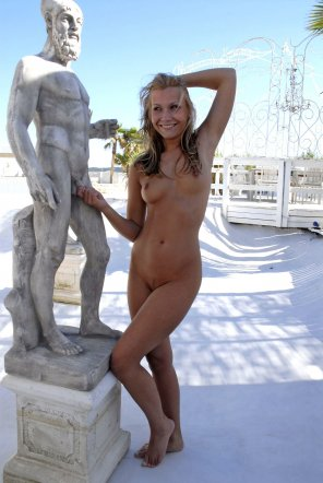 amateur photo Naked girl being naughty in public